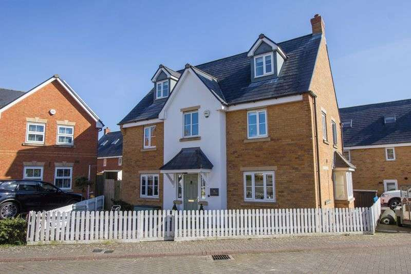5 Bedrooms Detached House for sale in Cae Canol, Penarth