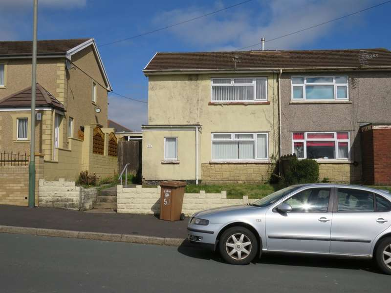 2 Bedrooms Semi Detached House for sale in St Marys Road, Pontllanfraith, Blackwood
