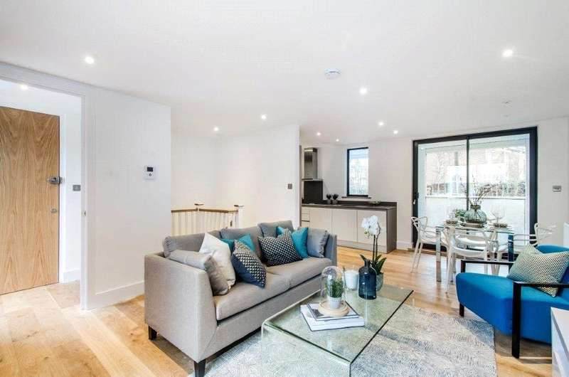 2 Bedrooms Flat for sale in Larkhall Rise, London, SW4