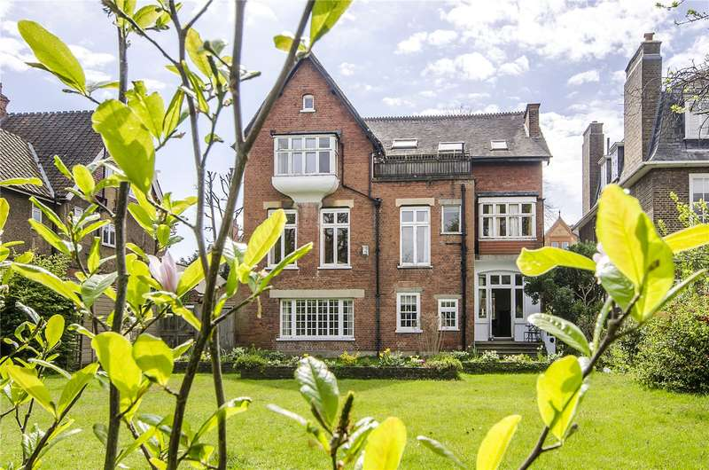 3 Bedrooms Flat for sale in Lauriston Road, London, SW19