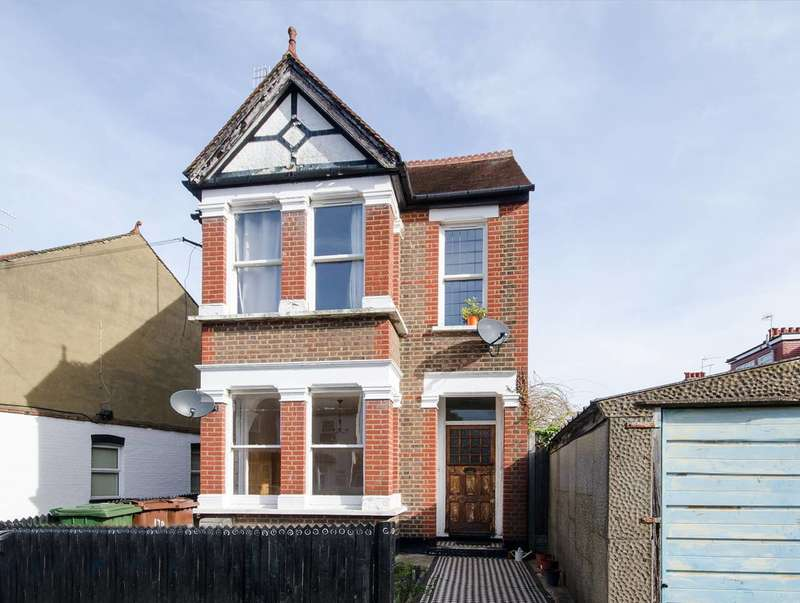 2 Bedrooms Flat for sale in Butler Road, West Harrow, HA1