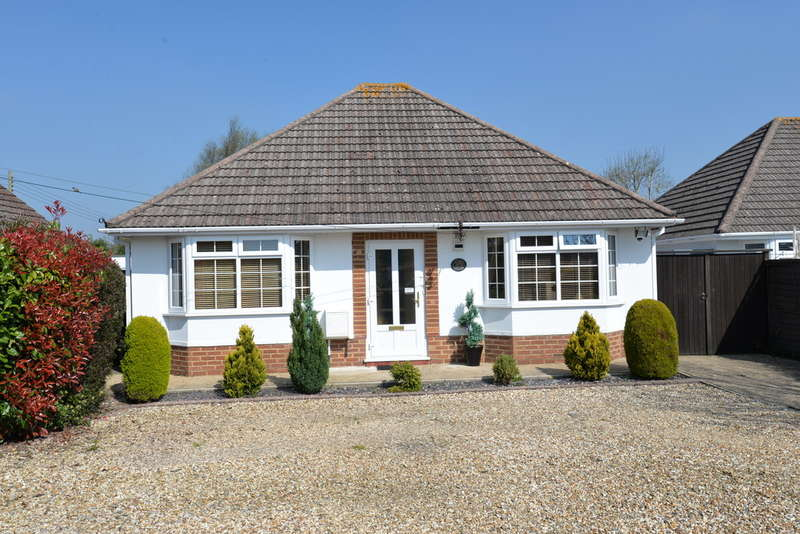 3 Bedrooms Detached Bungalow for sale in Beechwood Avenue, New Milton