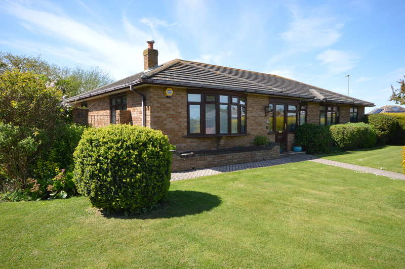 4 Bedrooms Detached House for sale in Becton Mead, Barton on Sea