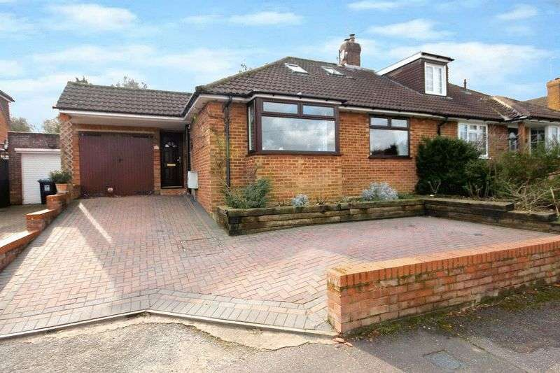 3 Bedrooms Semi Detached Bungalow for sale in Dammersey Close, Markyate