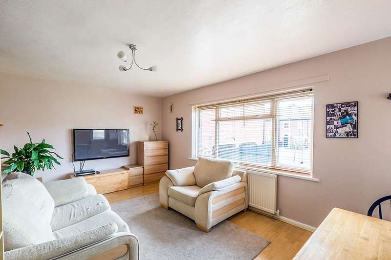 2 Bedrooms Flat for sale in Cazeneuve Street, Rochester, ME1