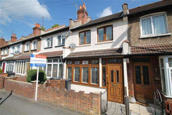 3 Bedrooms Terraced House for sale in Chipstead Valley Road