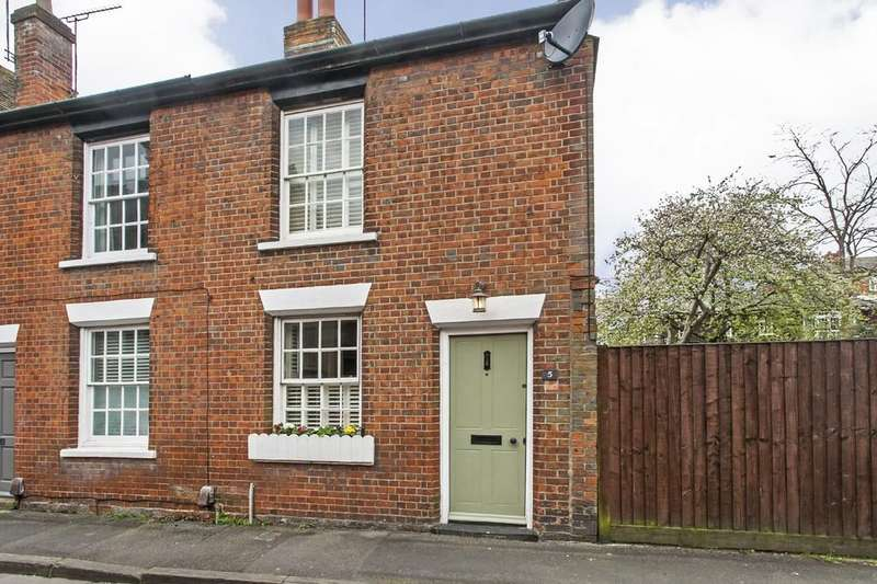 2 Bedrooms Cottage House for sale in Water Lane, Winchester, SO23
