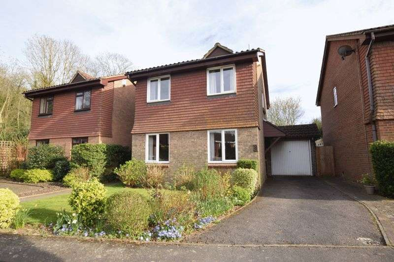 3 Bedrooms Detached House for sale in Crest Close, Sevenoaks