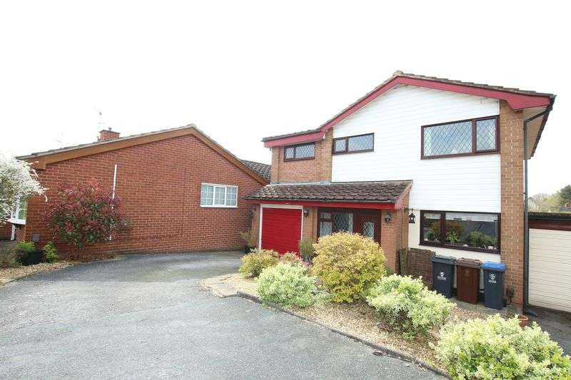 4 Bedrooms Detached House for sale in Dart Close, Biddulph