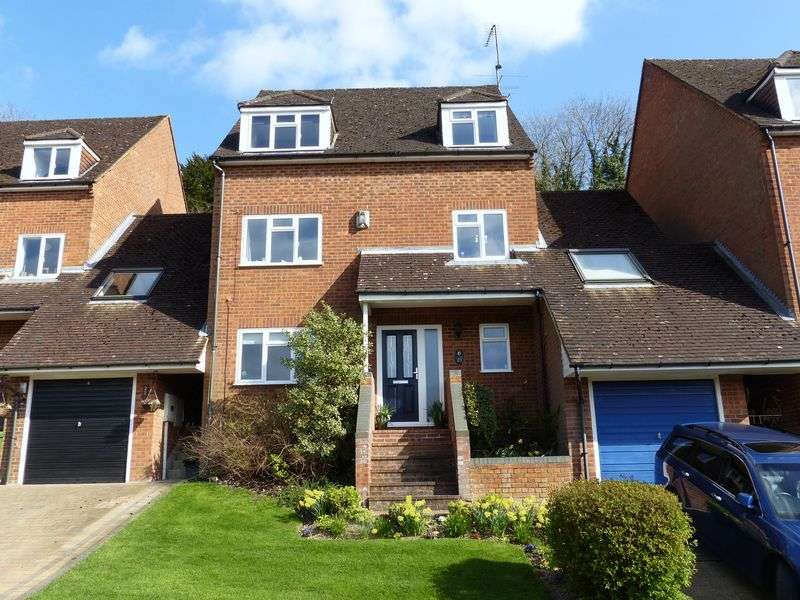 4 Bedrooms Detached House for sale in Badgers Way, Marlow Bottom