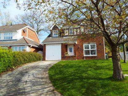 4 Bedrooms Detached House for sale in Foxglove Drive, Whittle-Le-Woods, Chorley, Lancashire