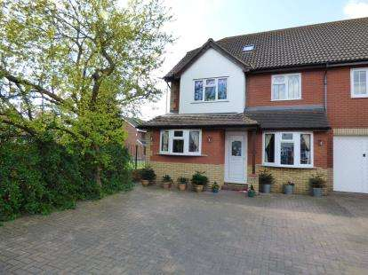 6 Bedrooms Semi Detached House for sale in Hornchurch