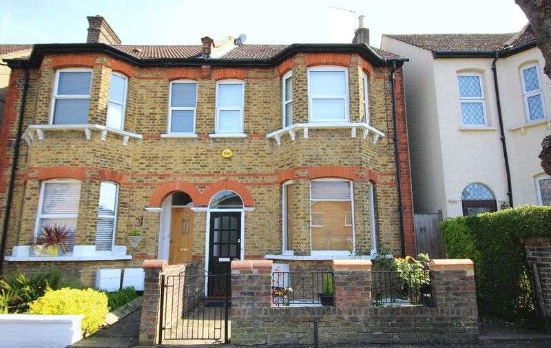 2 Bedrooms Flat for sale in Glossop Road, Sanderstead, Surrey