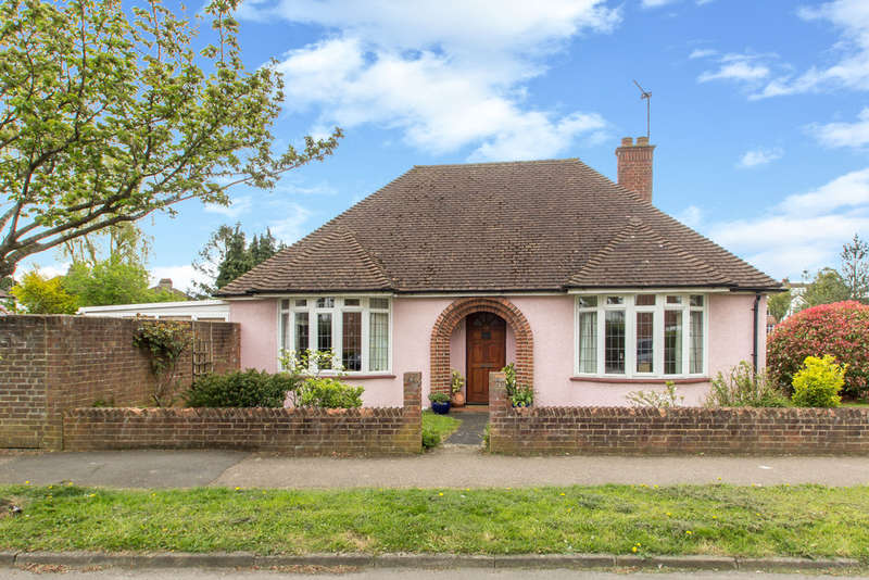 2 Bedrooms Detached Bungalow for sale in Clyde Avenue, South Croydon, CR2 9DS