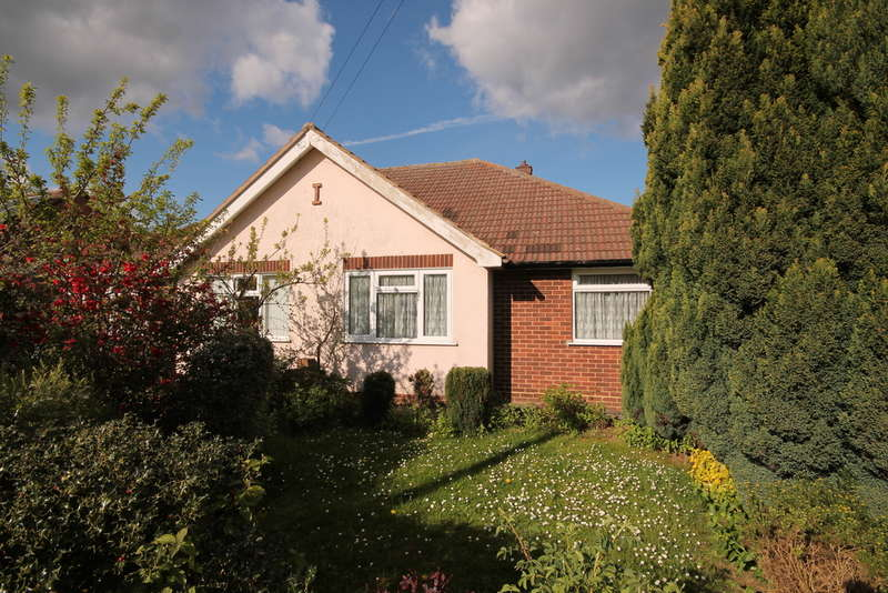2 Bedrooms Semi Detached Bungalow for sale in High View, Bedford, MK41