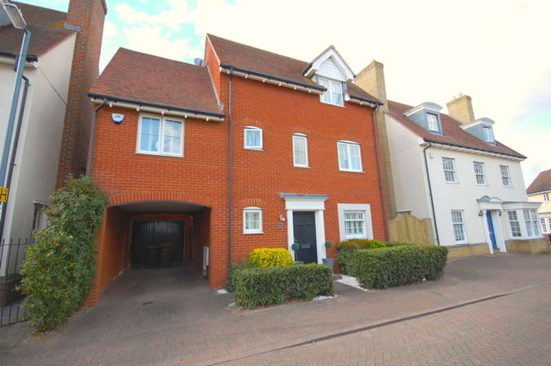4 Bedrooms Detached House for sale in Wharton Drive, Beaulieu Park, Springfield, Chelmsford, CM1