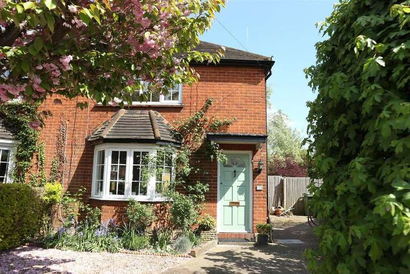 3 Bedrooms Semi Detached House for sale in Simmil Road, Claygate