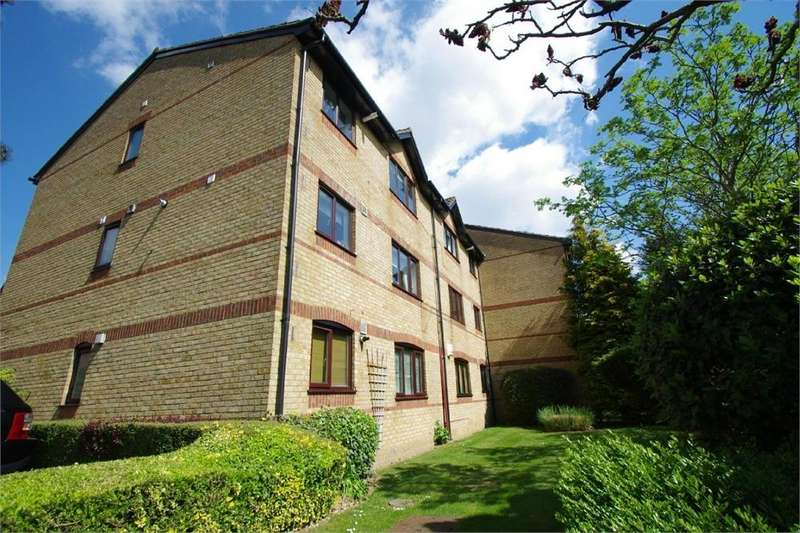 2 Bedrooms Flat for sale in Courtlands Close, WATFORD, Hertfordshire