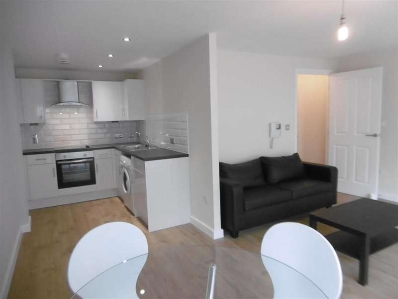 2 Bedrooms Flat for rent in Concord Street, Leeds