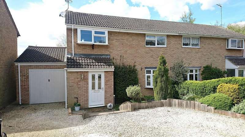 3 Bedrooms Semi Detached House for sale in Laws Croft, Brackley