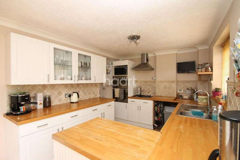 4 Bedrooms Semi Detached House for sale in Warwick Close, Braintree