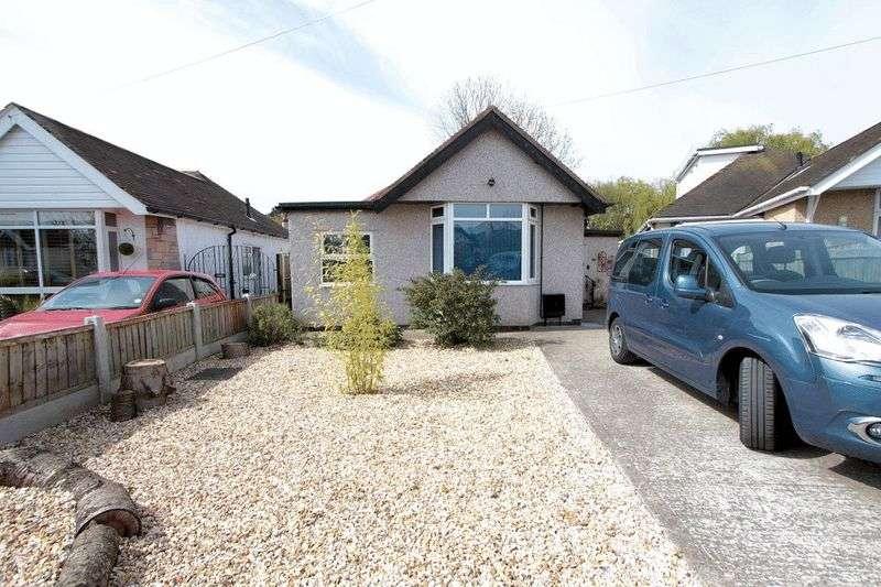 3 Bedrooms Detached Bungalow for sale in Derwen Drive, Rhyl