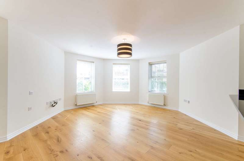 2 Bedrooms Flat for sale in Enders Close, The Ridgeway, EN2