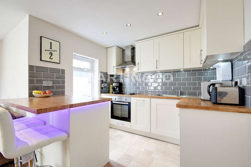 1 Bedroom Ground Flat for sale in Chigwell Road, South Woodford