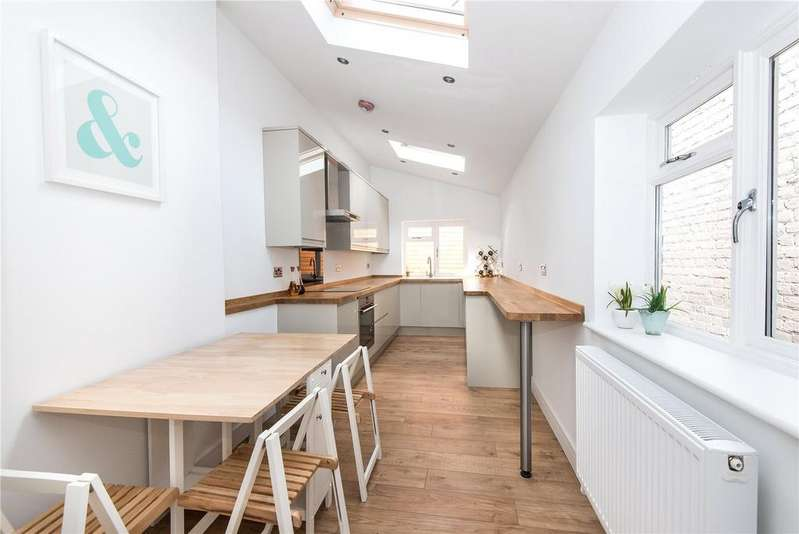 2 Bedrooms Maisonette Flat for sale in Queens Road, Twickenham, TW1