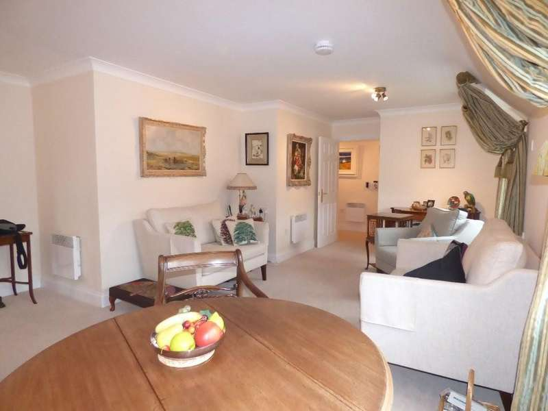 2 Bedrooms Apartment Flat for sale in Minster Court, Bird Street, Lichfield