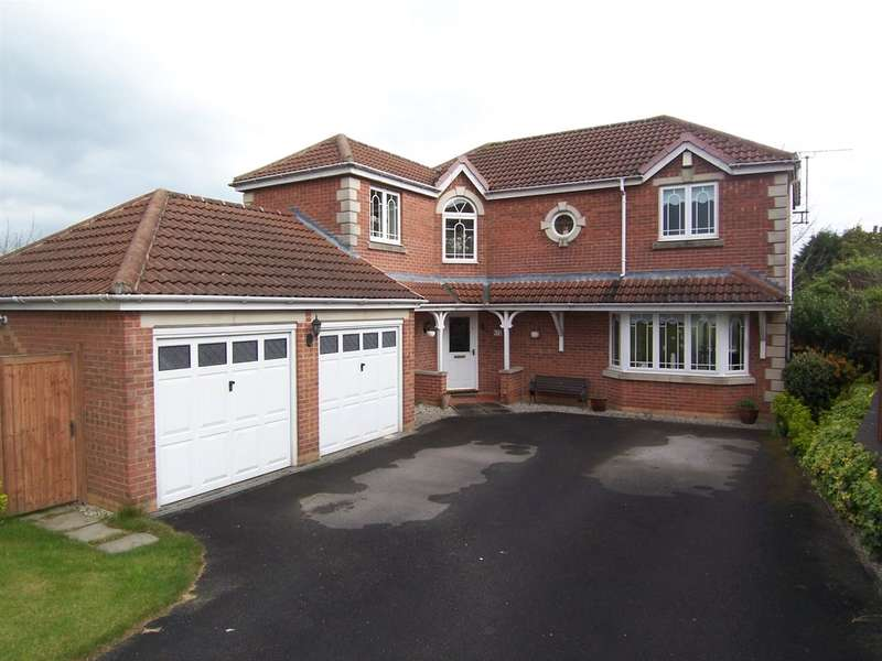 4 Bedrooms Detached House for sale in Sandingham Drive, Heanor