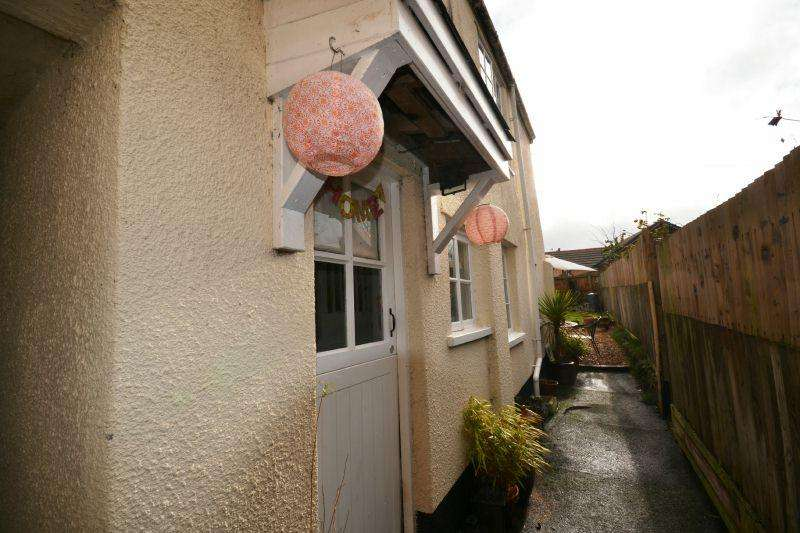 2 Bedrooms Terraced House for sale in BROADCLYST ROAD, WHIMPLE