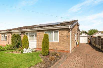 3 Bedrooms Bungalow for sale in Walton Drive, Marple, Stockport, Greater Manchester