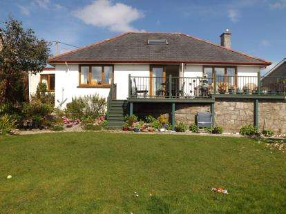 3 Bedrooms Detached House for sale in Ffordd Cae Rhys, Criccieth, Gwynedd, LL52