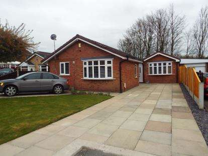 3 Bedrooms Bungalow for sale in Magnolia Drive, Beechwood, Runcorn, Cheshire, WA7