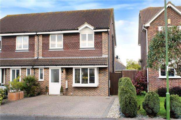 3 Bedrooms Semi Detached House for sale in Apple Tree Walk, Climping, West Sussex, BN17