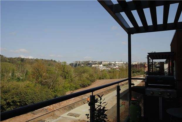 2 Bedrooms Flat for sale in Paxton Drive, Ashton Gate, Bristol, BS3 2BN