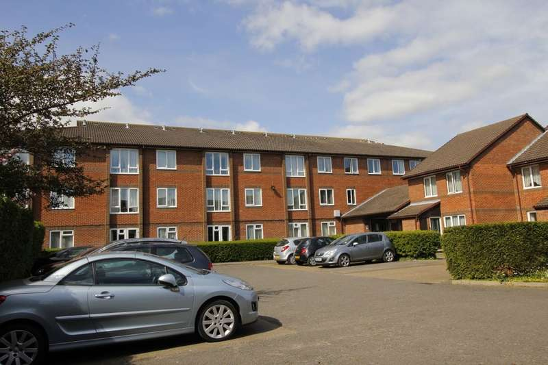 1 Bedroom Flat for sale in Manor Farm Court Manor Farm Lane, Egham, TW20