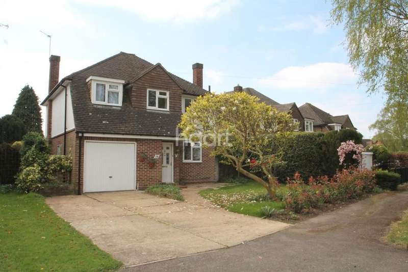 3 Bedrooms Detached House for sale in Cannon Way, Leatherhead, KT22