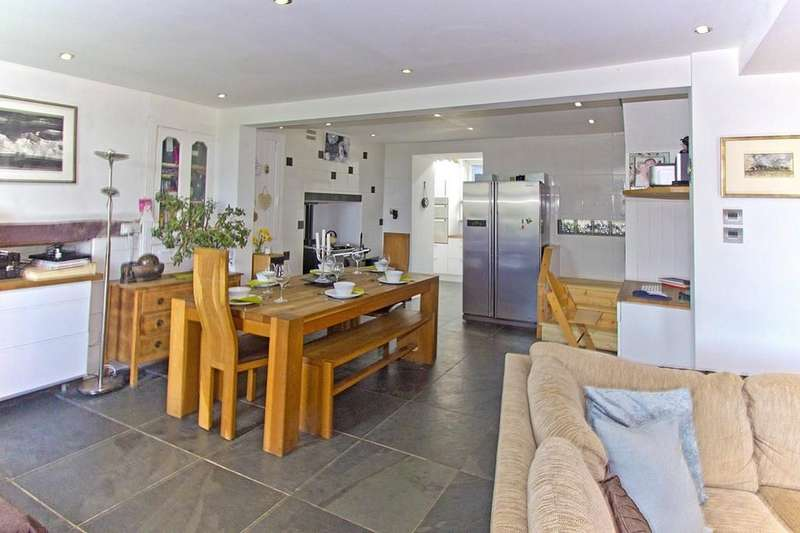 3 Bedrooms Detached House for sale in Bryn Menai, Rhostryfan, North Wales