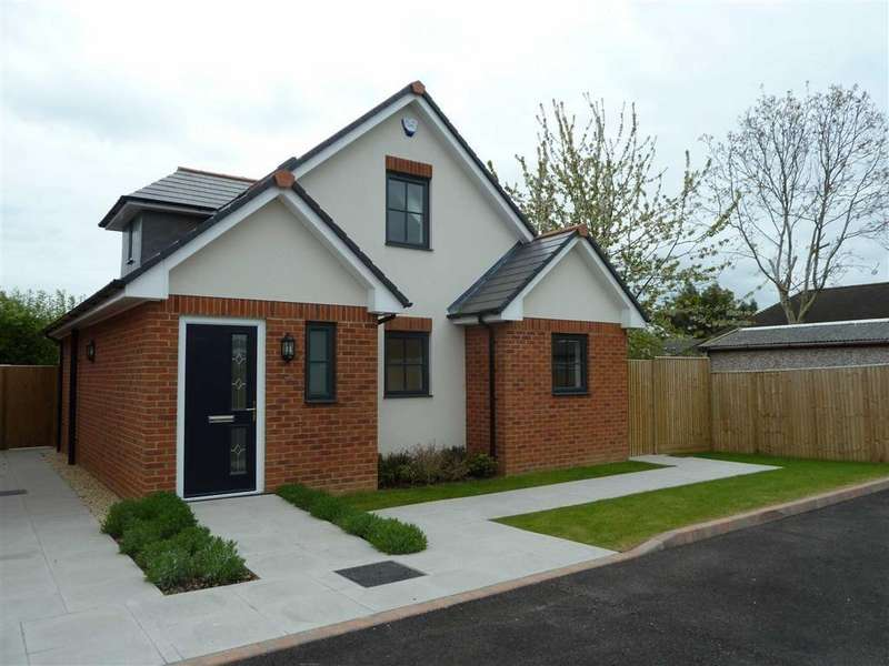2 Bedrooms Chalet House for sale in Baskerville Road, Sonning Common, Sonning Common Reading