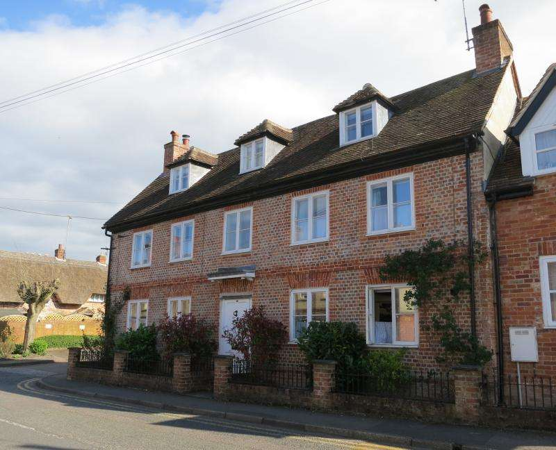 4 Bedrooms Semi Detached House for sale in Church Street, Hungerford