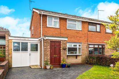 4 Bedrooms Semi Detached House for sale in The Bramblings, Stafford, Staffordshire