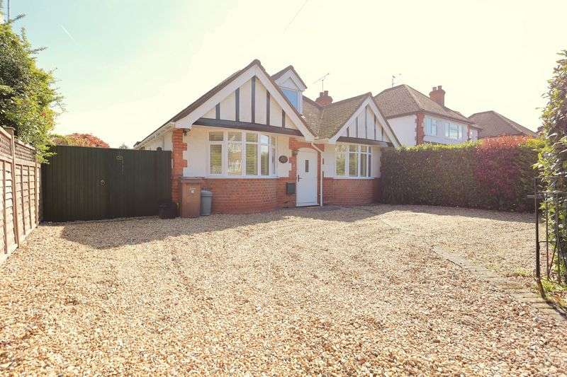 2 Bedrooms Detached Bungalow for sale in Mill Lane, Earley