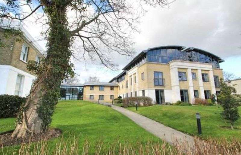 1 Bedroom Flat for sale in Amelia Court: **INCLUDED CARPETS, CURTAINS & LIGHT FITTINGS**