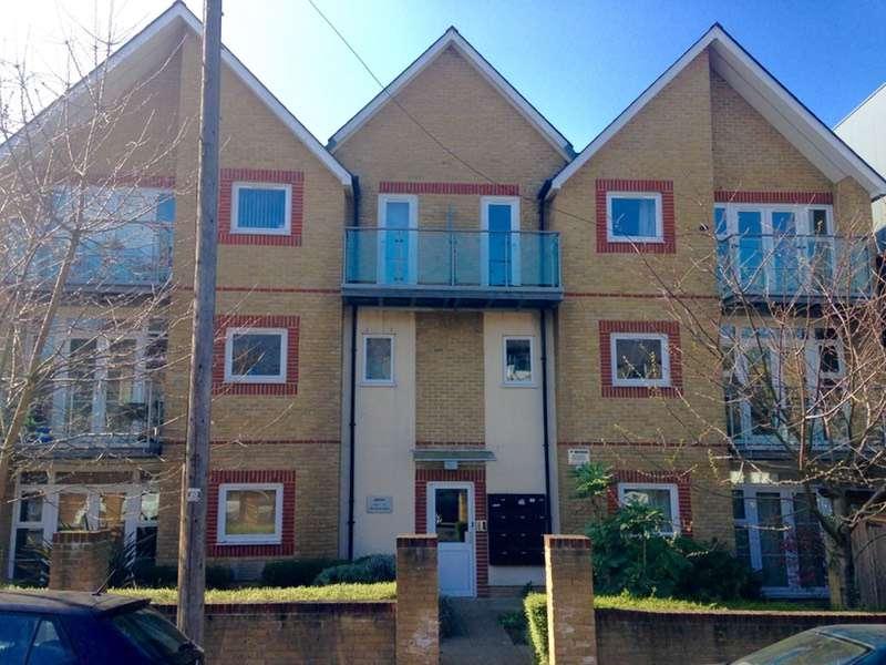 2 Bedrooms Flat for sale in Gordon Road, London, London, SE15