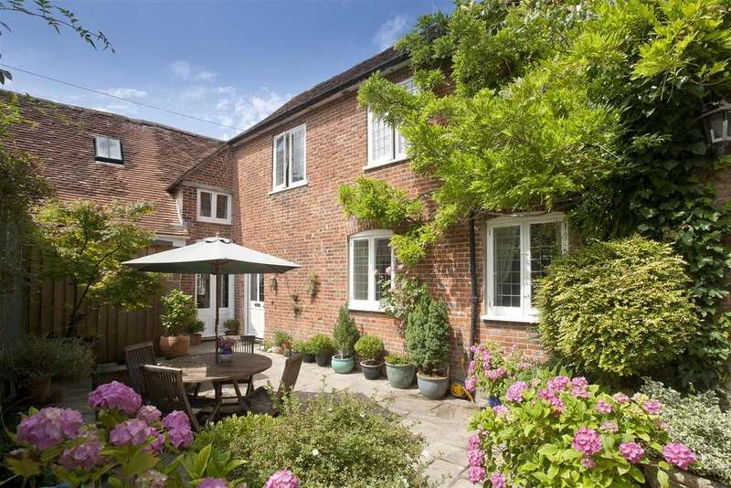 2 Bedrooms Town House for sale in The Close, Salisbury