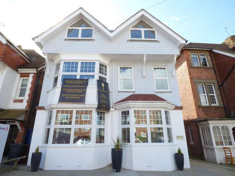 2 Bedrooms Apartment Flat for sale in Buckhurst Road, Bexhill-On-Sea, TN40