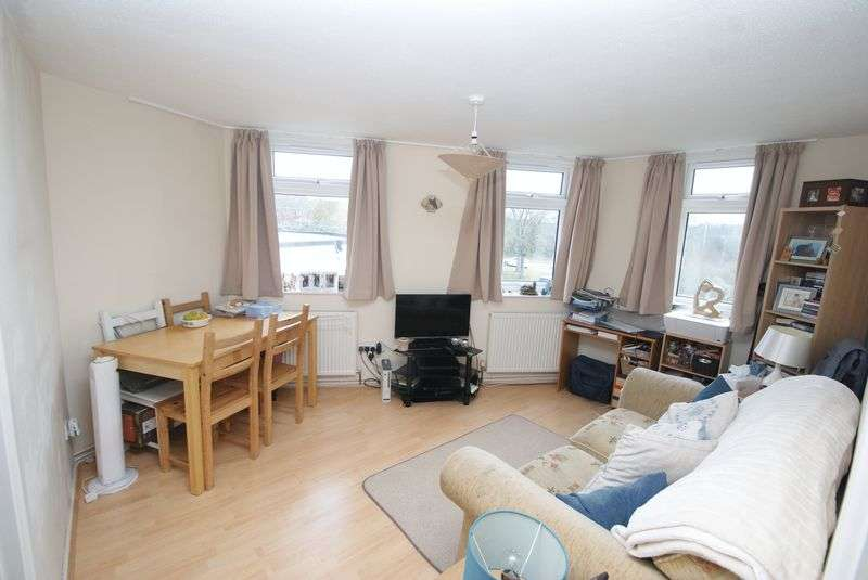 1 Bedroom Flat for sale in The Hexagon, Floral Way, Andover