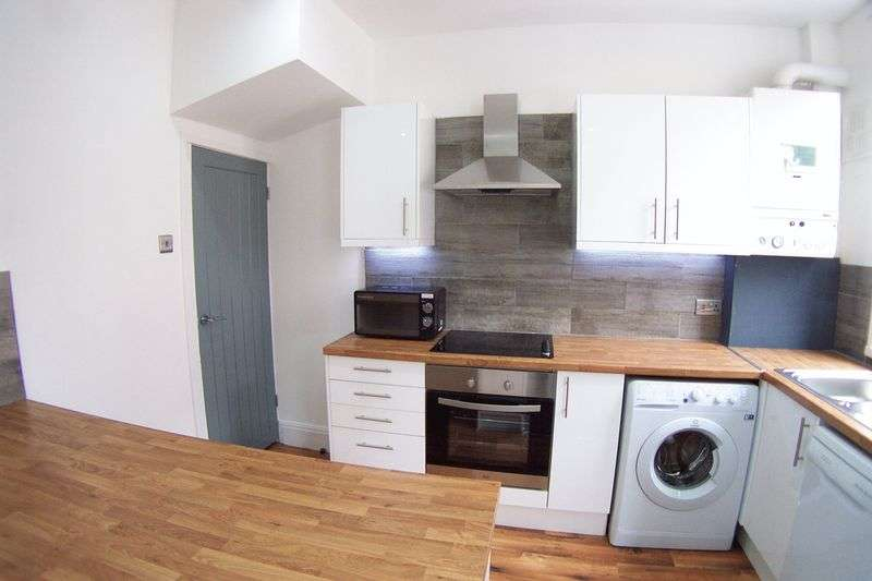 3 Bedrooms Terraced House for sale in Harold Mount, Leeds
